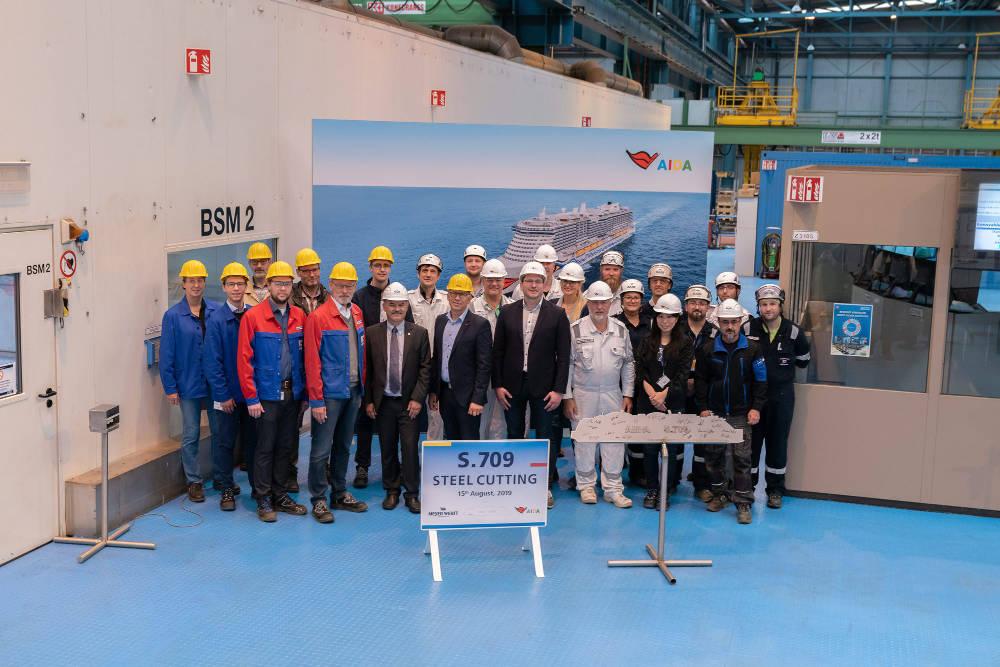 Stahlschnitt beim neuen Schwesterschiff der AIDAnova (Helios-Klasse) Bildquelle: AIDA Cruises, EGO/CHLietzmann