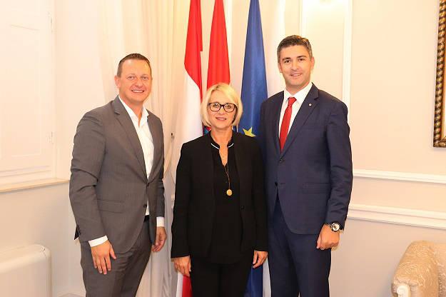 AIDA President und Dubrovniks Bürgermeister vereinbaren Zusammenarbeit - Bildquelle: AIDA Cruises