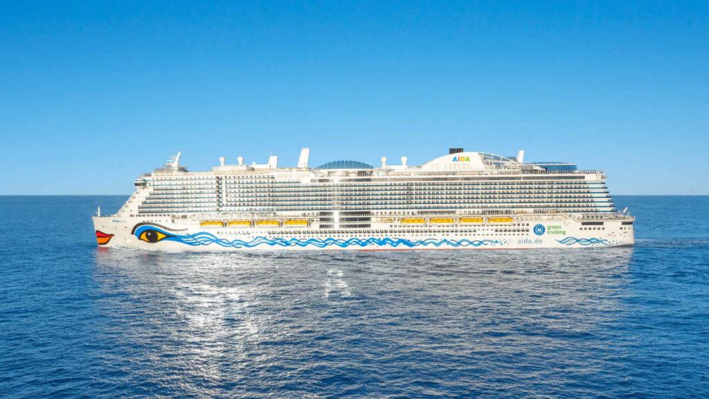 AIDAnova mit Blauer Engel auf der Bordwand - Bildquelle: AIDA Cruises