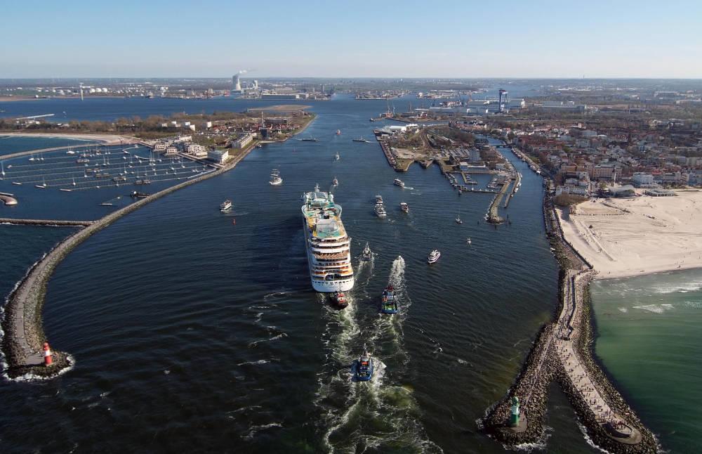 Hafeneinlauf Warnemünde - Bildquelle: AIDA Cruises