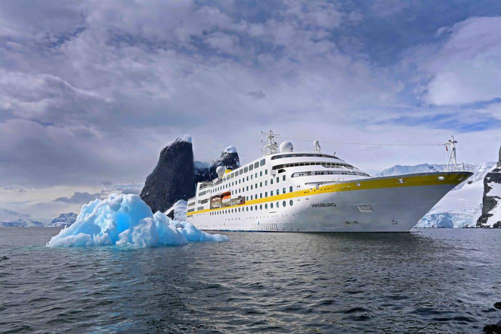 MS Hamburg im Eis - Bildquelle: Plantours