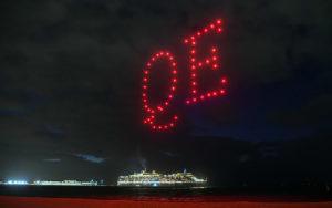 Drohnentanz über der Queen Elizabeth in Melbourne - Bildquelle: Cunard