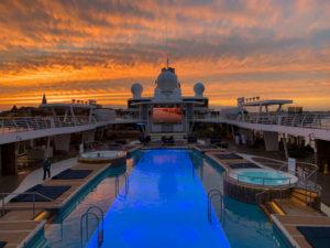 Gigantischer Sonnenuntergang über Stockholm auf der Mein Schiff - Bildquelle: Cruisify.de