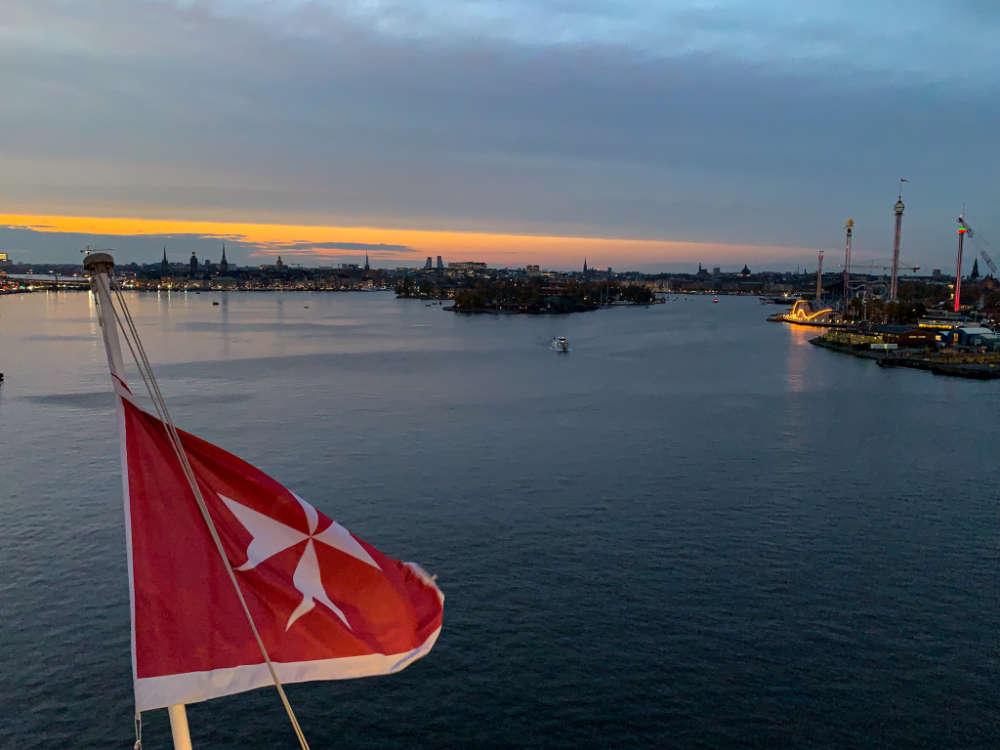 Blick über Stockholm mit Maltesischer Flagge - Bildquelle: Cruisify.de