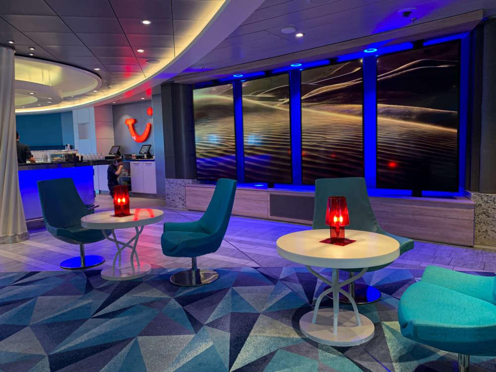 TUI Bar auf der Mein Schiff Flotte - Bildquelle: Cruisify.de