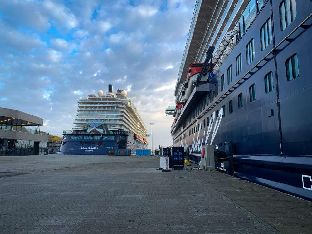Blick auf die Mein Schiff 1 und Mein Schiff 4