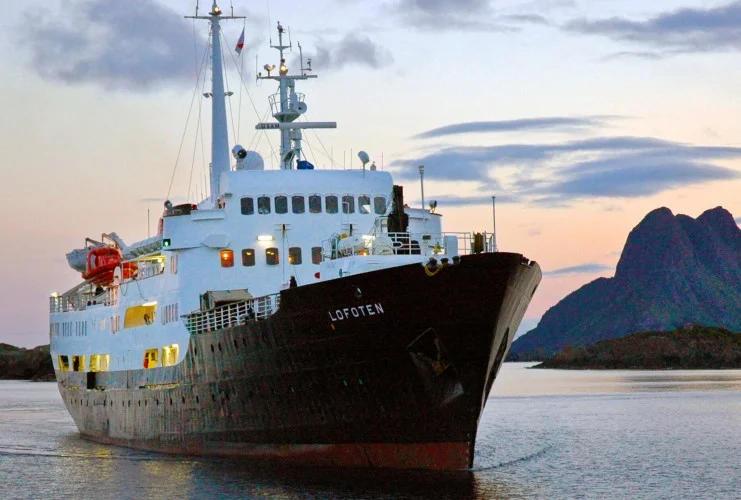 Hurtigruten - MS Lofoten - Bildquelle: Hurtigruten
