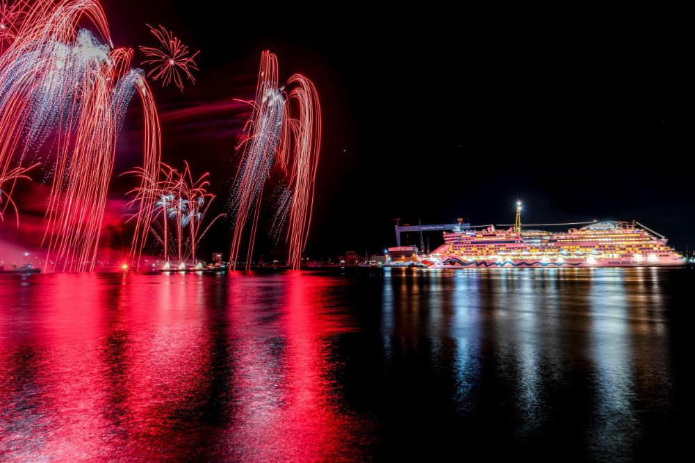 Kieler Woche: Feuerwerk und Drohnenshow mit AIDAluna - Bildquelle: AIDA Cruises