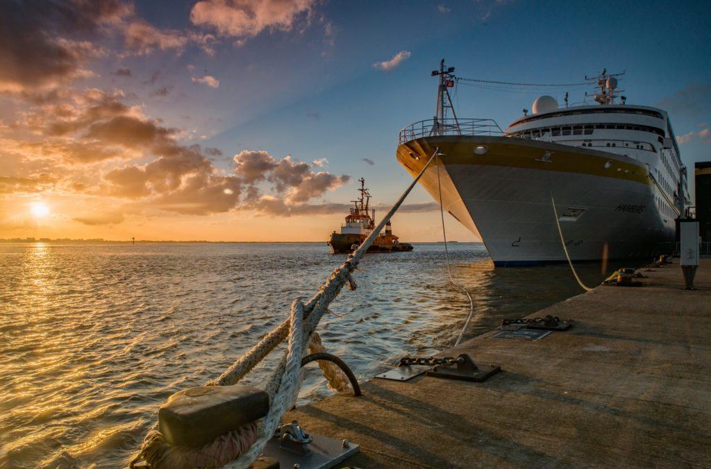 MS Hamburg in Bremerhaven - Bildquelle: Plantours Kreuzfahrten JohnWill